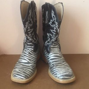 Roper size 9 cowgirl boots.